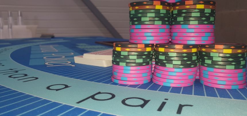 table ultimate poker jetons cartes AACasino