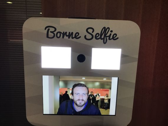 ecran-borne-selfie