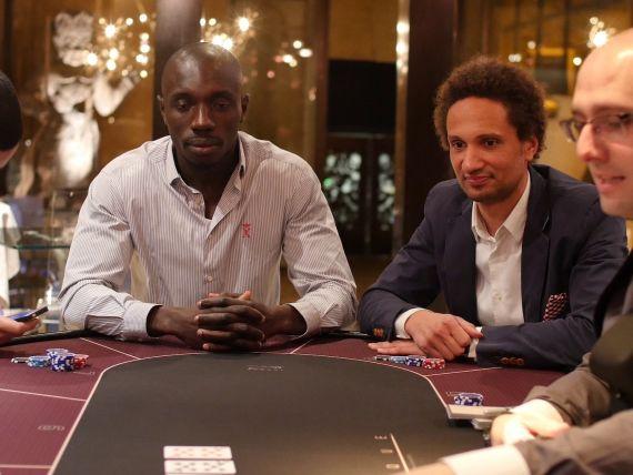 poker-texas-holdem-joueurs-et-board