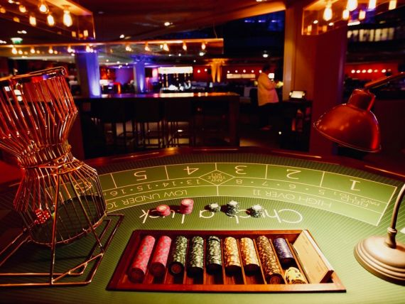 soiree-theme-casino-table-jeux-chuck-a-luck