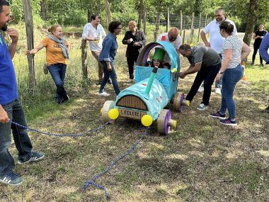 depart-course-construction-voiture-carton-team-building-entreprise-equipe