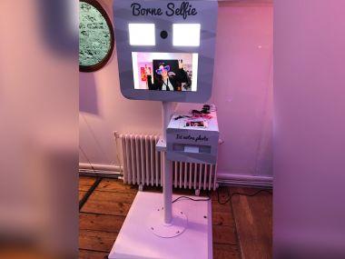 borne-selfie-borne-seule