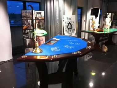 stud-poker-table-et-decoration