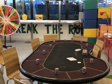 animation-casino-roue-de-la-fortune-table-poker-soiree-entreprise-bureau.