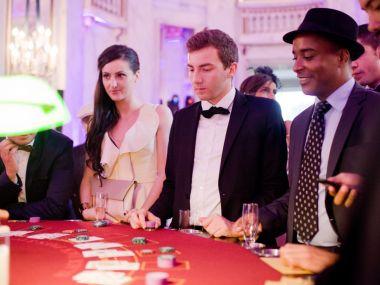 soiree-casino-entreprise-joueurs-table-jeux-black-jack