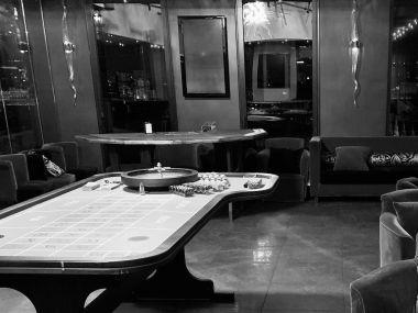 Soiree-casino-factice-jeux-table-roulette-Vertigo-Restaurant-Mail-du-Front-Populaire-Nantes.