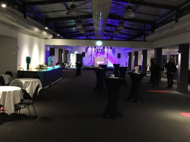Soiree-entreprise-salle-evenementielle-vue-sur-seine-Rouen-cocktail-dinatoire-Dj-agence.