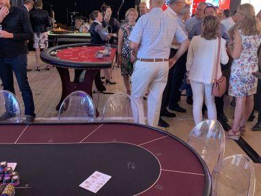 soiree-casino-factice-Location-table-casino-poker-black-jack-roulette-anniversaire-entreprise-tours.